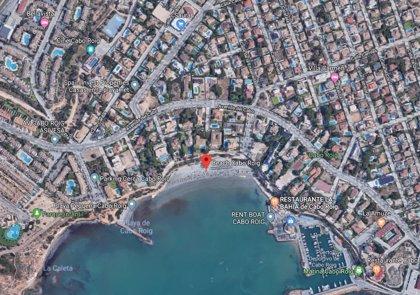 Fallece el niño de tres años rescatado con signos de ahogamiento en Cabo Roig de Orihuela