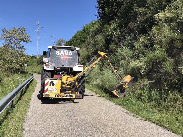Trabajos de limpieza y mejora en un camino de la Val d'Aran