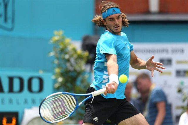 20 June 2019, England, London: Greek tennis player Stefanos Tsitsipas in action against France's Jeremy Chardy during their men's singles round of 16 match of the Queen's Club Championships tennis tournament, at the Queen's Club. Photo: Steven Paston/PA W