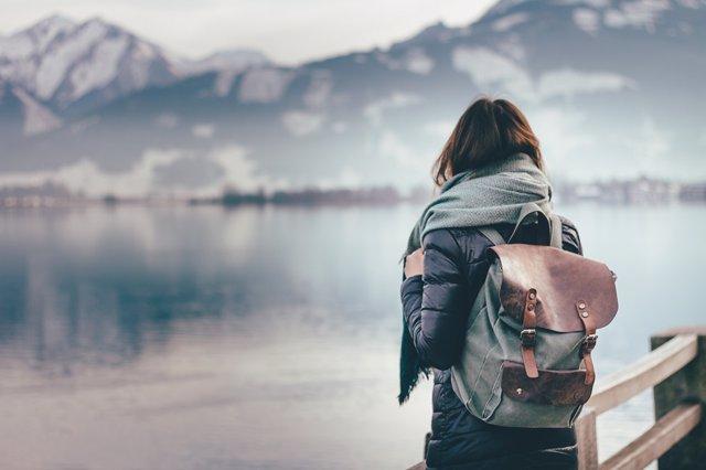 El gasto en viajes entre los jóvenes se incrementa con la edad, según estudio