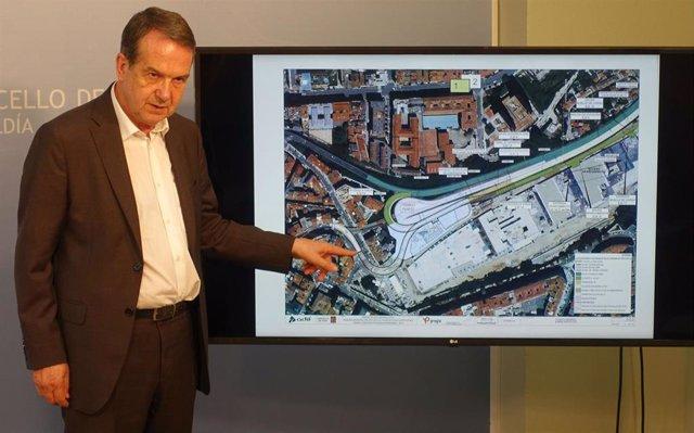 El alcalde de Vigo, Abel Caballero, anuncia la licitación de las obras de los accesos a la estación de Urzáiz.