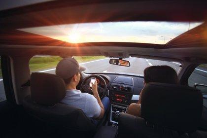 El 56% de los españoles se distrae al volante por usar el móvil, el doble que americanos o franceses