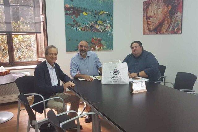 (E-D) El president del Foment de Turisme, Eduardo Gamero; el conseller insular mallorquí de Turisme y Esports, Andreu Serra, i el secretari tècnic Joan Gaspar Vallori.