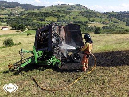 Extinguido el incendio de una máquina agrícola en Corvera
