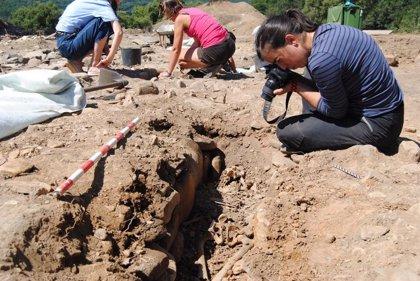 "Encuentran un esqueleto medieval ""prácticamente completo"" en A Pobra do Brollón (Lugo)"