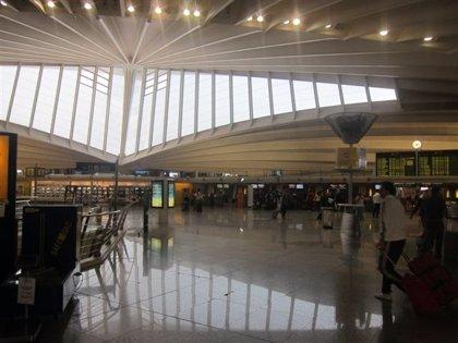 Iberia no cancela ningún vuelo en el Aeropuerto de Bilbao por los paros parciales del personal del servicio de tierra
