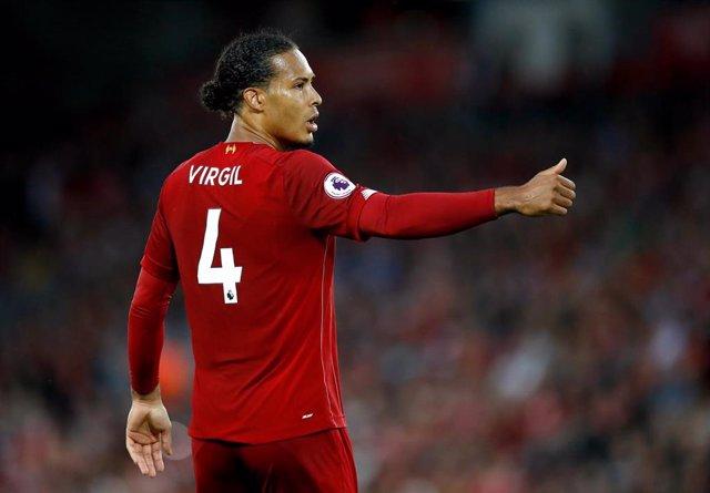 El central holandés Virgil van Dijk en un partido con el Liverpool