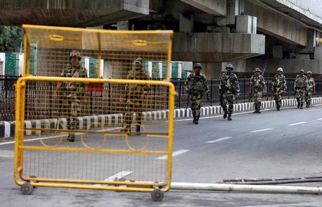 Despliegue de las fuerzas de seguridad en Srinagar, en Jammu y Cachemira