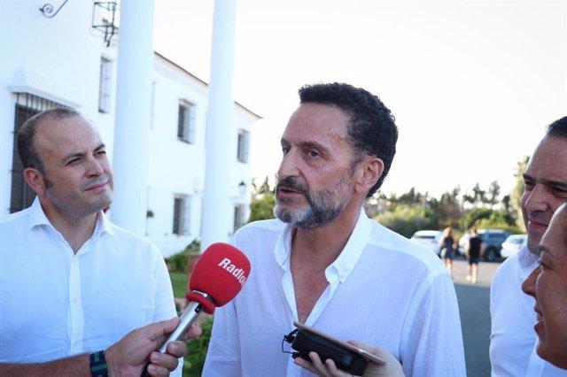 El portavoz adjunto de Cs en el Congreso, Edmundo Bal, atiende a los medios en Lepe (Huelva)