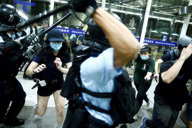 Protestas en el aeropuerto de Hong Kong