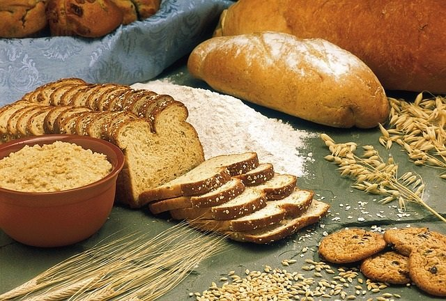 Pan, bizcocho y harina.