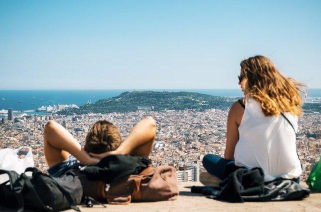 Vista de Barcelona, ??el mar Mediterráneo, la Sagrada Familia, Cataluña, España.