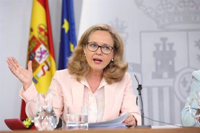 La ministra de Economía en funciones, Nadia Calviño, durante una rueda de prensa posterior al Consejo de Ministros en La Moncloa.