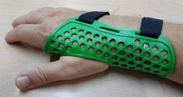 Férula de rectificación. Investigadores de la UPCT desarrollan una silla de rehabilitación y adaptadores de juguetes con tecnología 3D