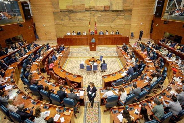 Imagen de recurso del hemiciclo de la Asamblea de Madrid durante el Pleno de investidura.