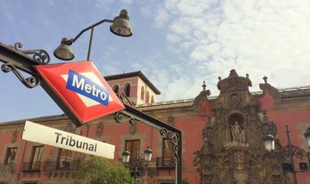 Imagen de la parada de Tribunal en la línea 10 de Metro de Madrid.