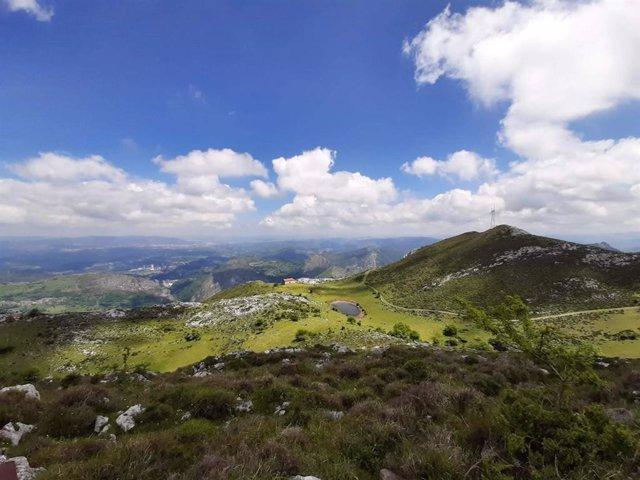 Sol y nubes en Asturias.