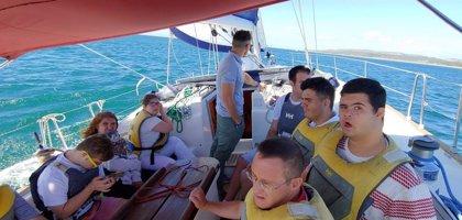 El Puerto de Sotogrande (Cádiz) fomenta la inclusión de personas con diversidad funcional con una nueva escuela de vela