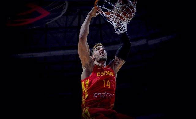Willy Hernangómez machaca con España