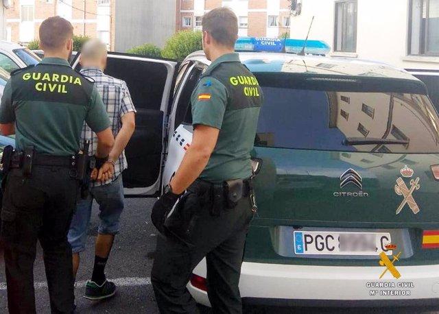 Detenido un joven de Gijón en Castro por venta de droga al menudeo
