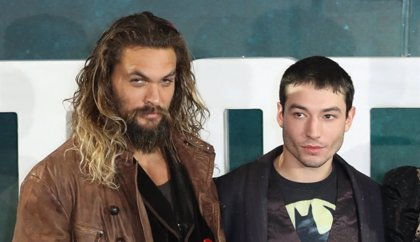Ezra Miller (The Flash) se une a la cruzada de Jason Momoa contra el telescopio gigante de Hawaii
