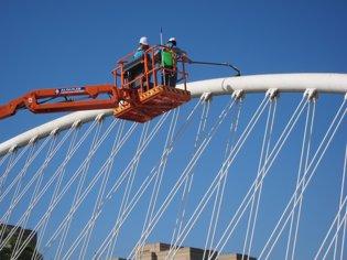 Trabajos de limpieza, grúa, Puente del Hospital Re