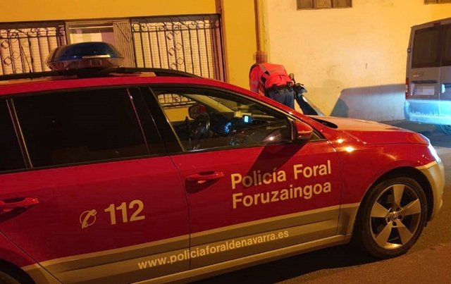Vehículo de Policía Foral en Murchante tras denunciar a un motorista