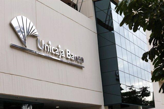 Sede de Unicaja Banco Economía grupo entidad bancaria financiera málaga