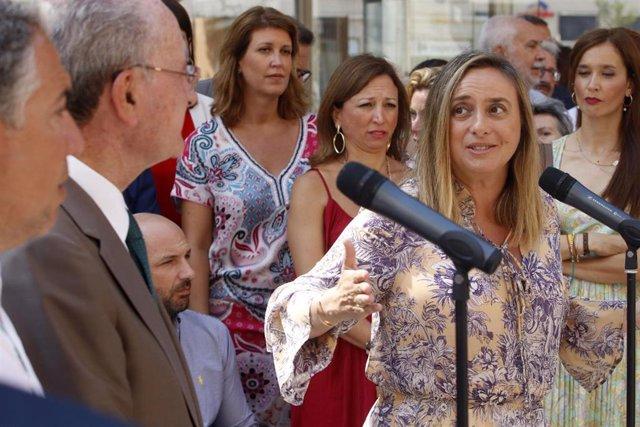 La consejera de Fomento, Marifrán Carazo, interviene en un acto junto al alcalde de Málaga, Francisco de la Torre.