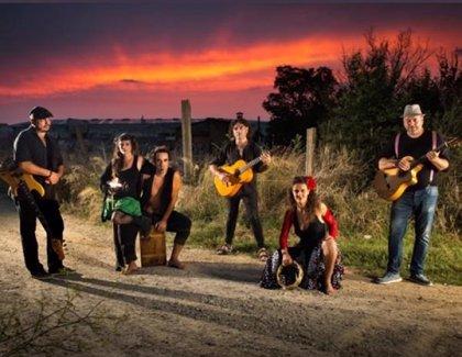 El grupo Tirando Sillas lleva este jueves a Trujillo sus ritmos de rumba rock en el marco de Estivalia