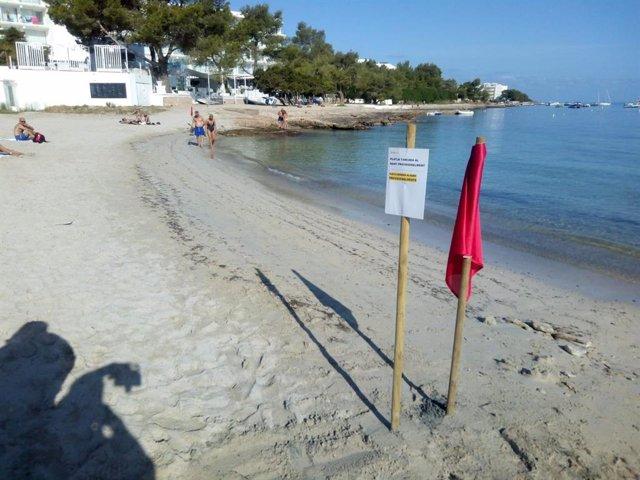 Cierran la playa de Caló d'en Real.