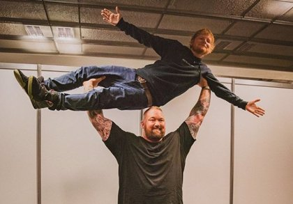 El divertido 'encontronazo' de Ed Sheeran con La Montaña de Juego de Tronos