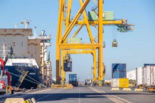 Muelle Sur del puerto de Huelva.