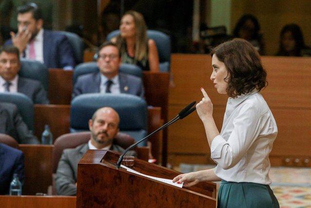 La candidata del PP a la Presidencia de la Comunidad de Madrid, Isabel Díaz Ayuso, durante su turno de réplica en el debate del segundo pleno de su investidura en la Asamblea de Madrid.