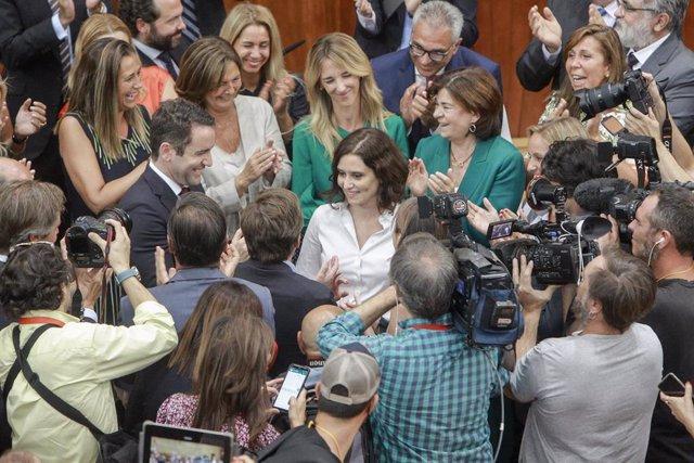 La candidata del PP, Isabel Díaz Ayuso,  en el momento en el que se ha dado a conocer el resultado de la votación que la ha convertido nueva presidenta de la Comunidad de Madrid en la Asamblea madrileña.