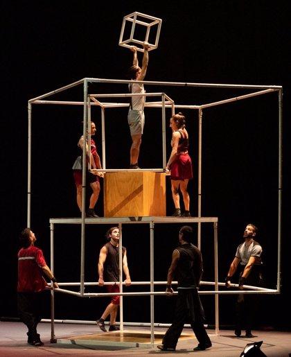 Circarte cumple diez años de circo en Alicante con un desfile a lo Monty Python