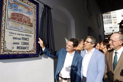 Juanma Moreno asiste a la reapertura de la plaza de toros de La Malagueta tras su remodelación