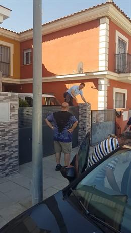 El alcalde Burguillos salta la valla de una vivienda para detener un robo