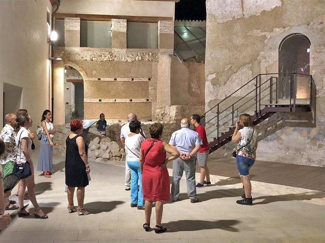 Una de las visitas guiadas a la Torre de la Alquería de Huétor Tájar (Granada)