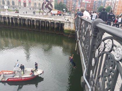 Movimiento feminista corta el puente del Ayuntamiento en Bilbao para denunciar las agresiones sexistas