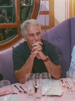 September 9, 2004 - Cambridge, Massachusetts, United States: Jeffrey Epstein at a dinner he hosted at Harvard University. Epstein was at Harvard for an annual End of the Summer event, the Program for Evolutionary Dynamics. In 1982, Epstein founded his own