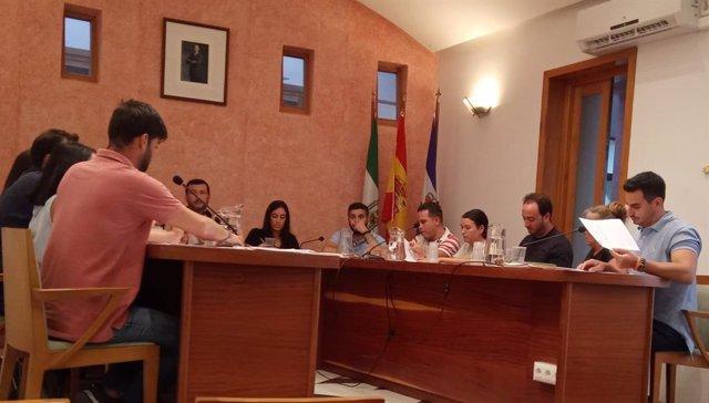 Rubén Molina en el pleno del Ayuntamiento de Rociana del Condado.