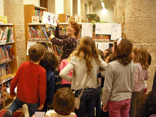 Niños En La Biblioteca Pública De Valencia