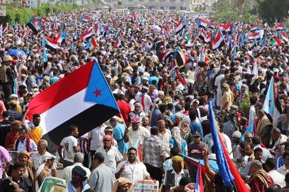 Decenas de miles de personas se manifiestan en Adén en apoyo a los separatistas