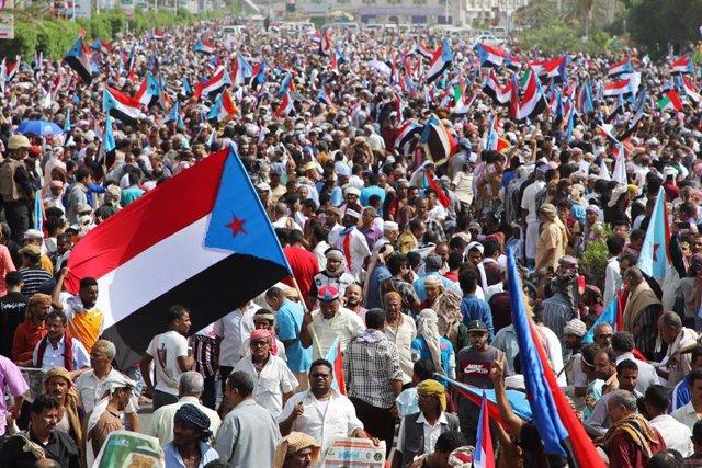 Defensores de las fuerzas separatistas se manifiestan en Adén