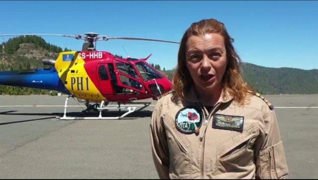 Marlene Nogueira, piloto de uno de los helicópteros del Cabildo de Gran Canaria que han actuado en el incendio de Artenara