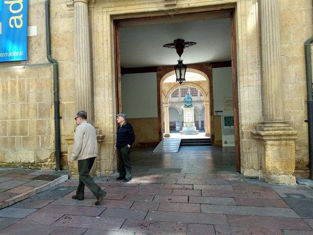 Exterior del Edificio Histórico de la Universidad de Oviedo, en la calle San Francisco.