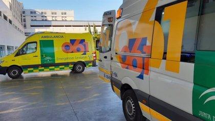 Trasladan al hospital a un ciclista atropellado en el acceso a un camping en Isla Cristina (Huelva)