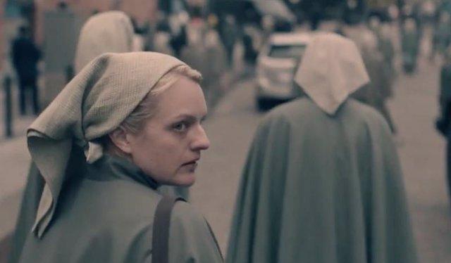 Elisabeth Moss en El cuento de la criada