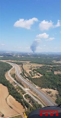 Controlat un incendi de bales de palla a Riudellots de la Selva (Girona)